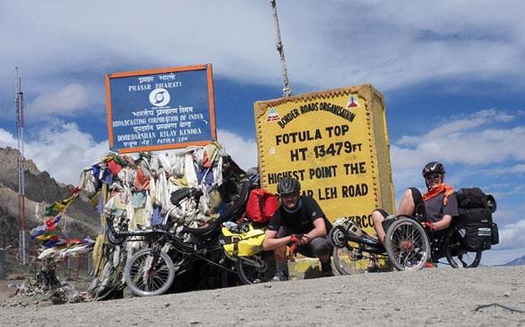 na potovanju z Azub TRIcon triciklom