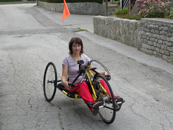 Ivana na svojem novem ročnem kolesu Praschberger