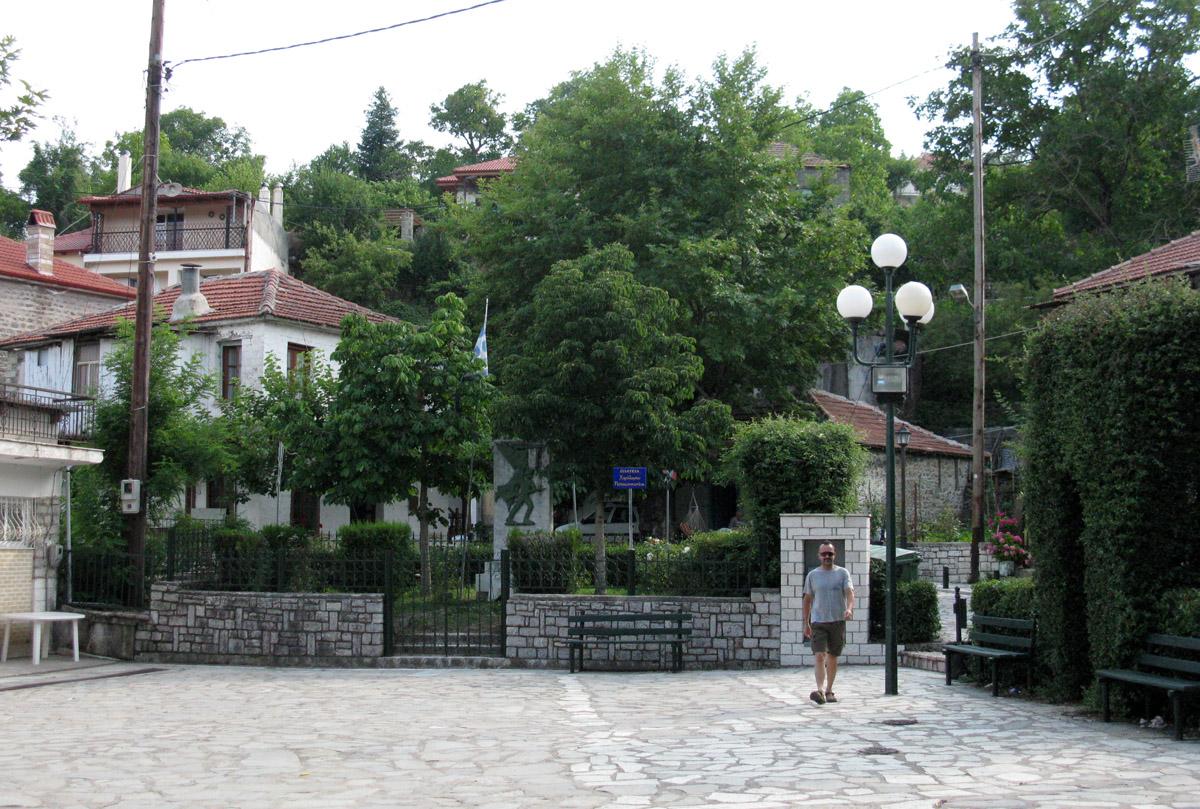glavni trg v vasici Domnista